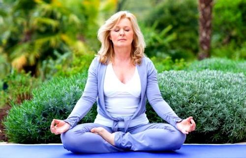 женщина и йога