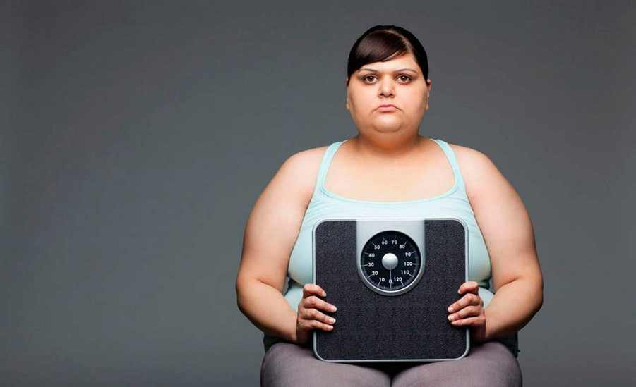 Ожирение и неправильное питание один из симптомов приливов